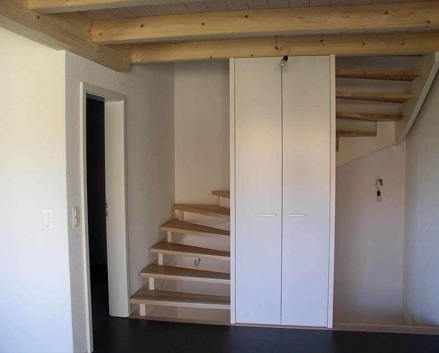 holztreppen nach mass remund holzbau schwarzenburg holzbau schreinerei k chen. Black Bedroom Furniture Sets. Home Design Ideas