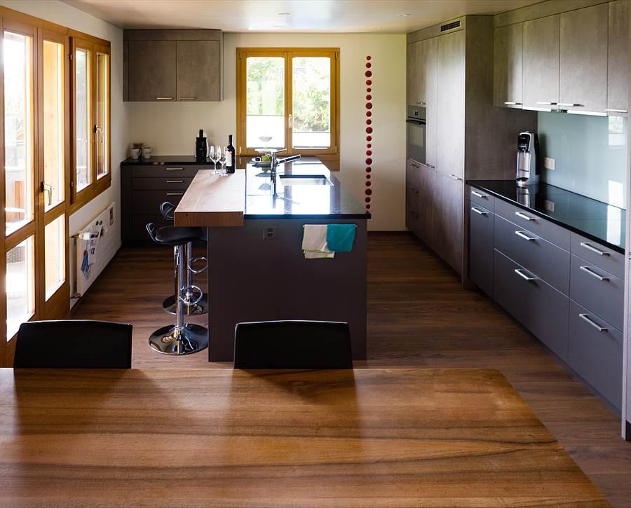 h cker k chen modern und doch preisbewusst remund holzbau schwarzenburg holzbau. Black Bedroom Furniture Sets. Home Design Ideas